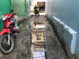 Nhà tôi mất giá vì hẻm vào bị lấn chiếm và ngập nước