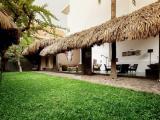 Ngôi nhà mái lá truyền thống gần gũi thiên nhiên